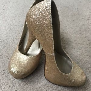 Shoes - Sparkly Gold Heels